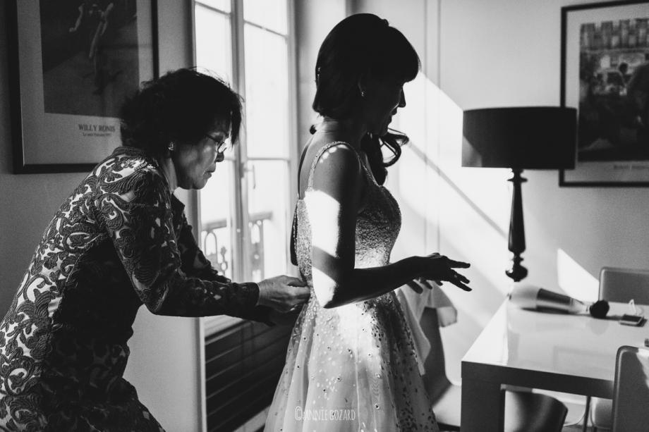 paris wedding photographer black and white photo